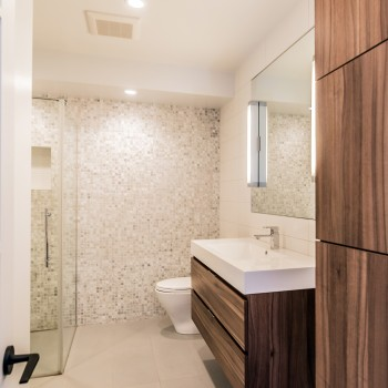 Modern bathroom interior design - Montreal